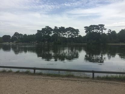 Bois de Bolognes running trail around the lake